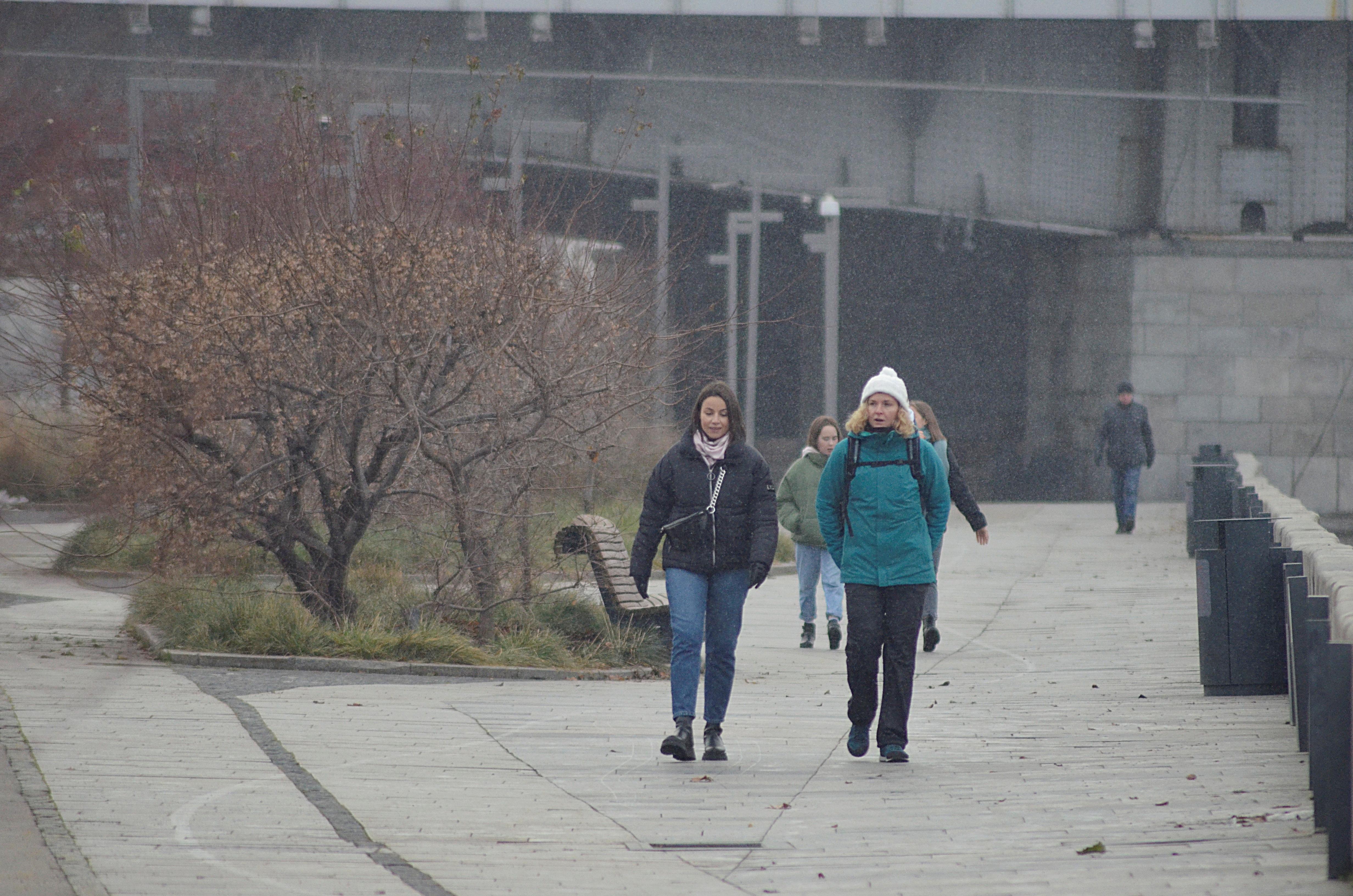 Столица в воскресенье будет находиться в теплом секторе циклона