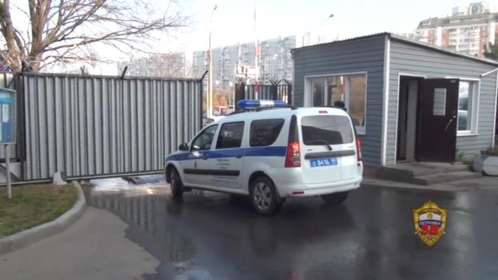 Полицейские Нагорного района столицы задержали подозреваемых в разбойном нападении