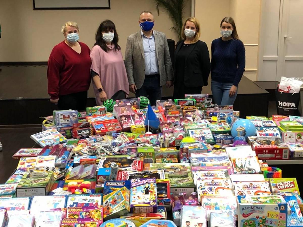 Волонтеры Южного округа передали игрушки для маленьких пациентов онкологического центра им. Н. Н. Блохина