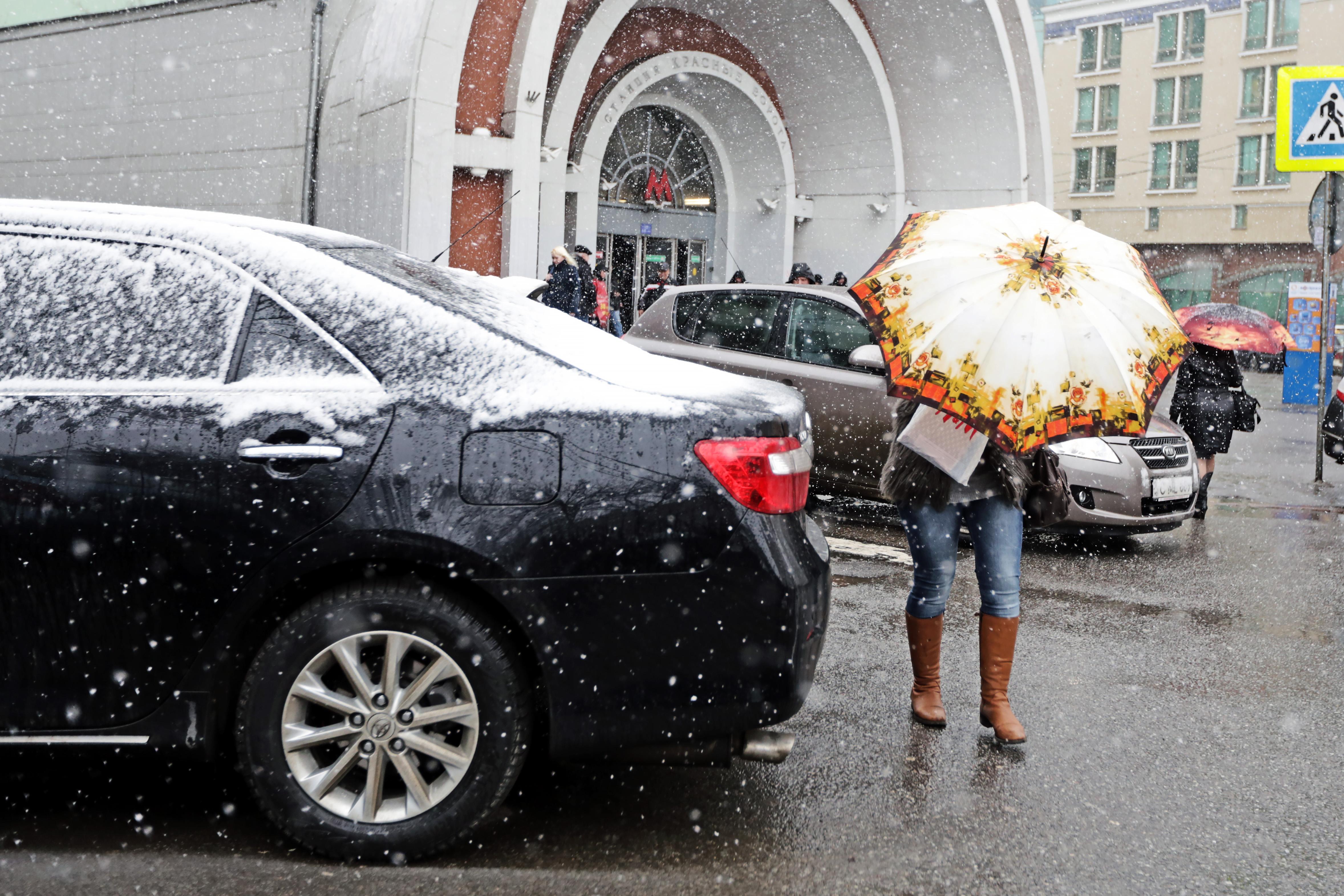 Москвичам пообещали мокрый снег и ветер