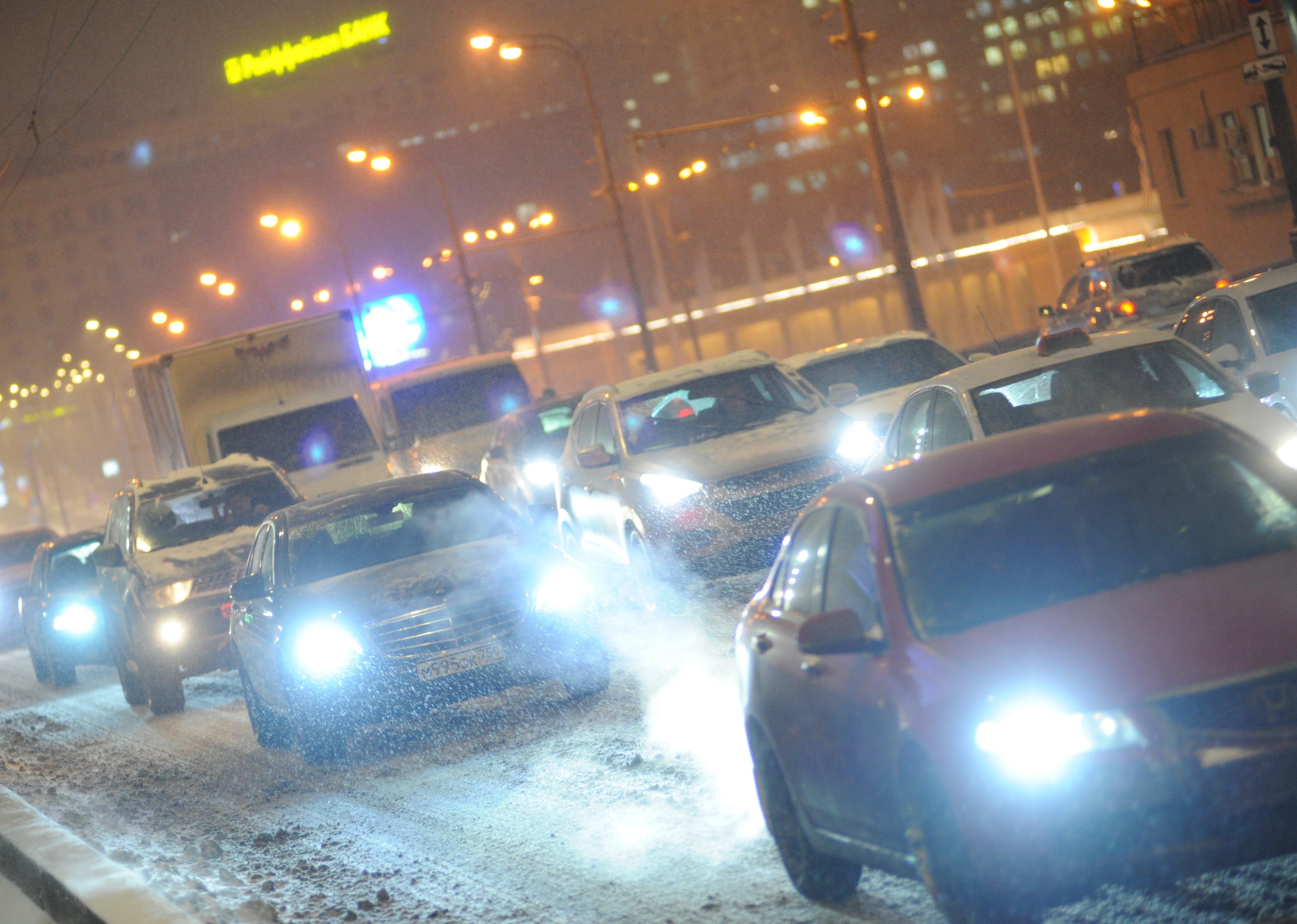Московских водителей попросили отказаться от личного транспорта