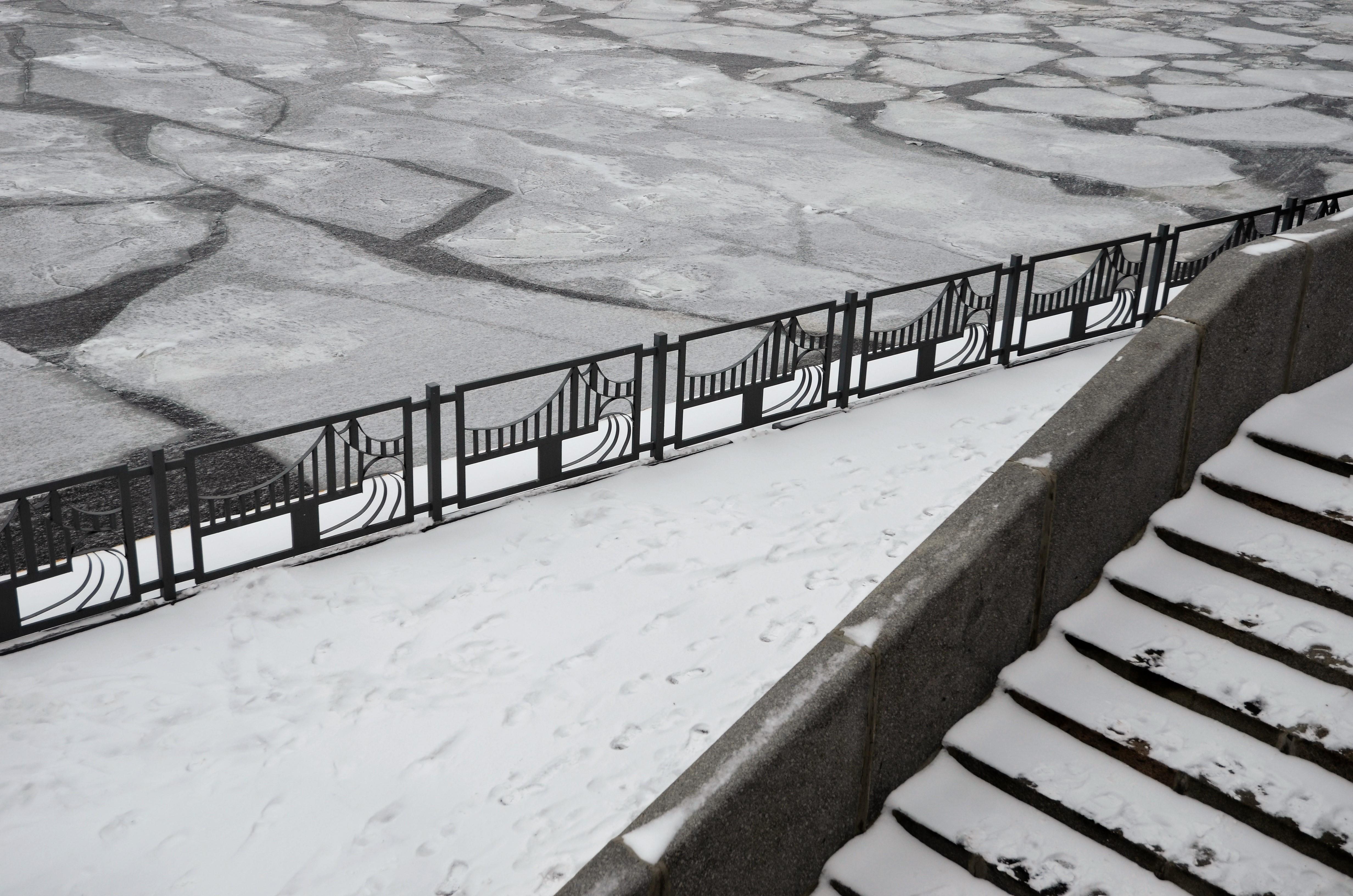 Зимние знаки безопасности установили в Южном округе