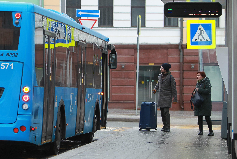 Автобусы в Москве бесплатно перевезли 40 тысяч медработников
