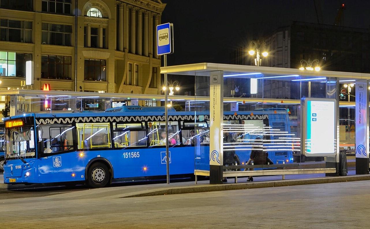 Автобусы двух новых ночных маршрутов довезут до юга Москвы