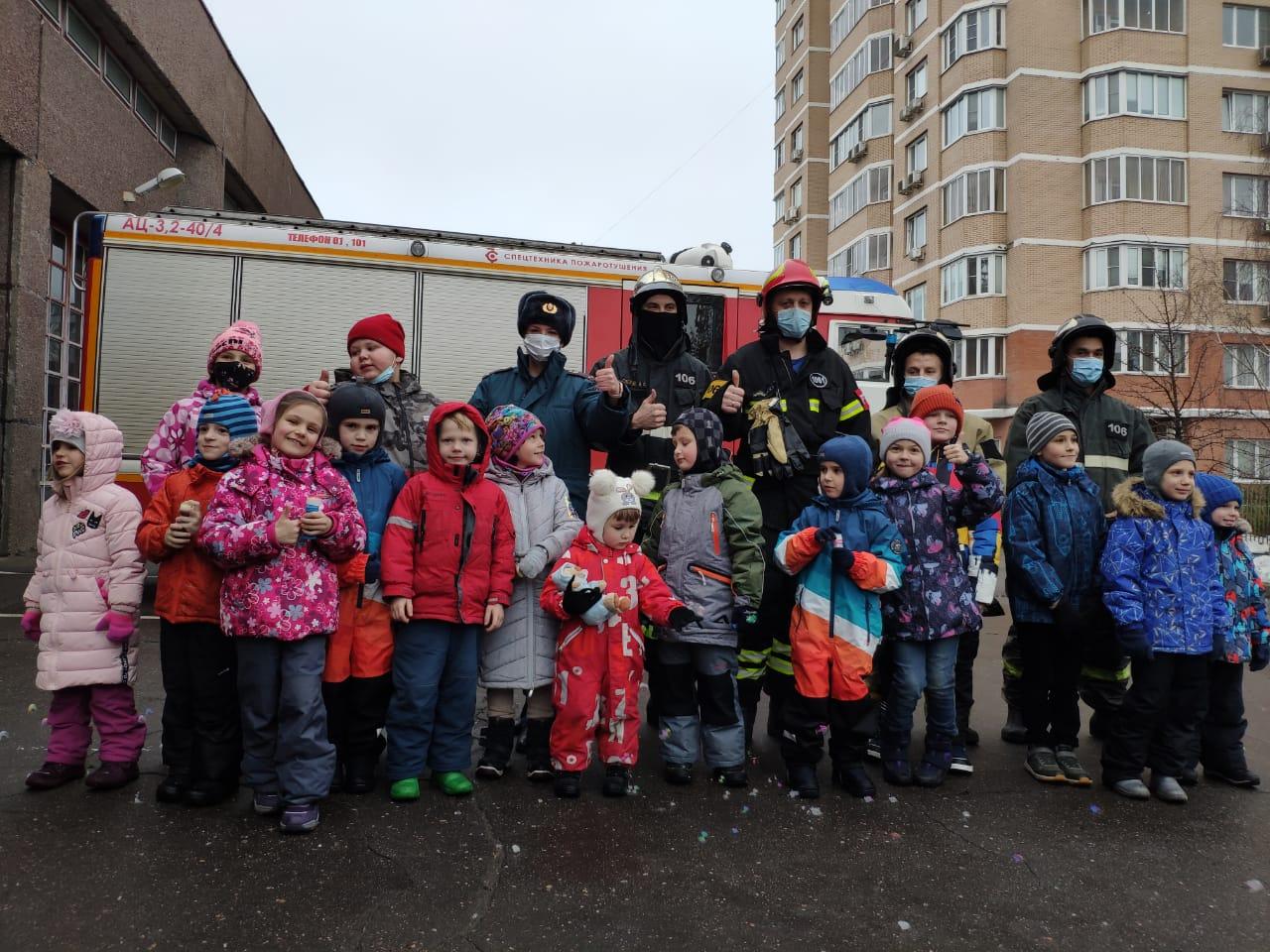 Представителям сообщества «Чертаново Мама» рассказали о работе пожарных