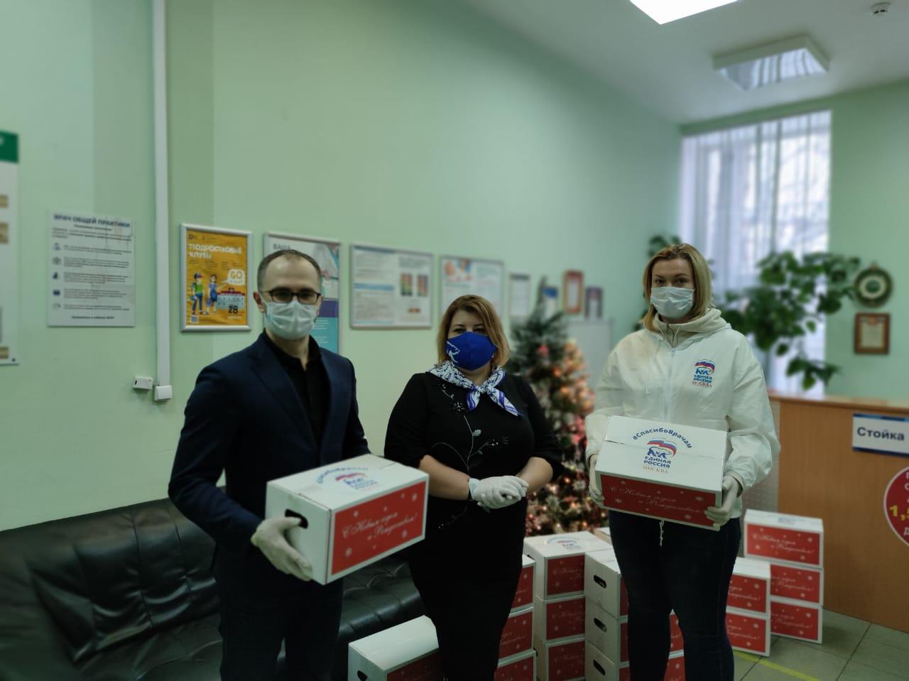 Спасибо врачам: депутаты провели новогоднюю акцию в Нагатине-Садовниках
