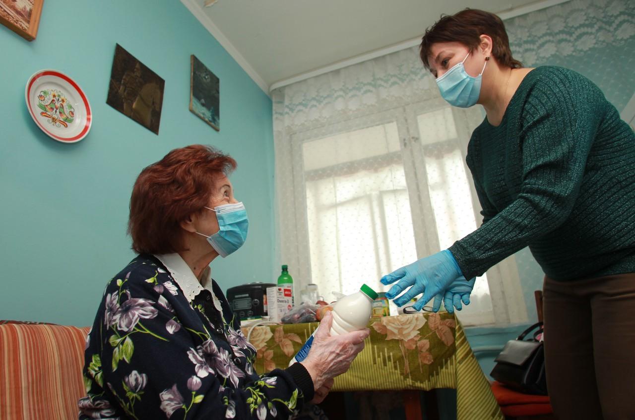 Почти 245 тысяч человек в Москве получили льготные лекарства на дом