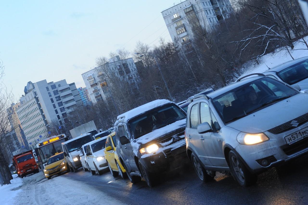 Московских водителей призвали быть внимательными из-за гололедицы