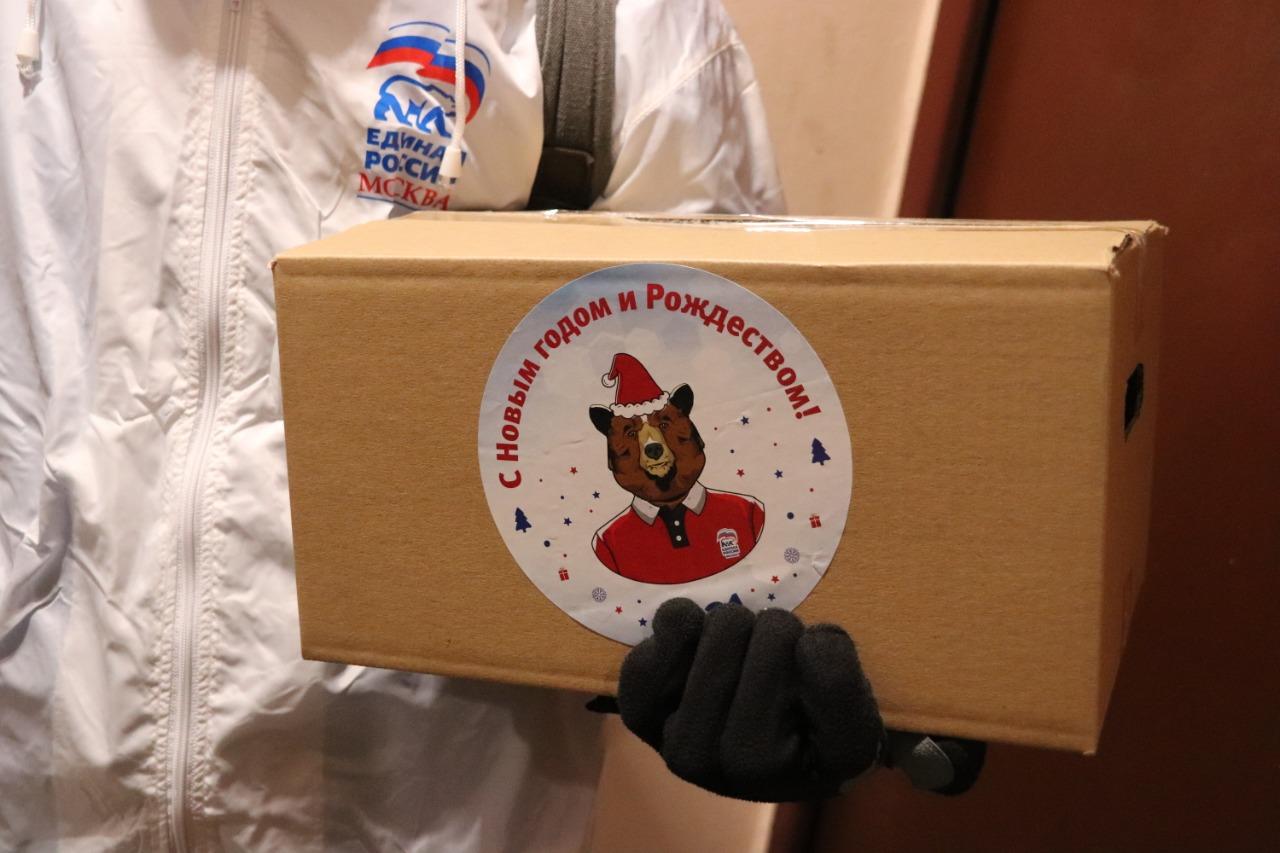 Представители «Единой России» вручили подарки ветеранам Даниловского района