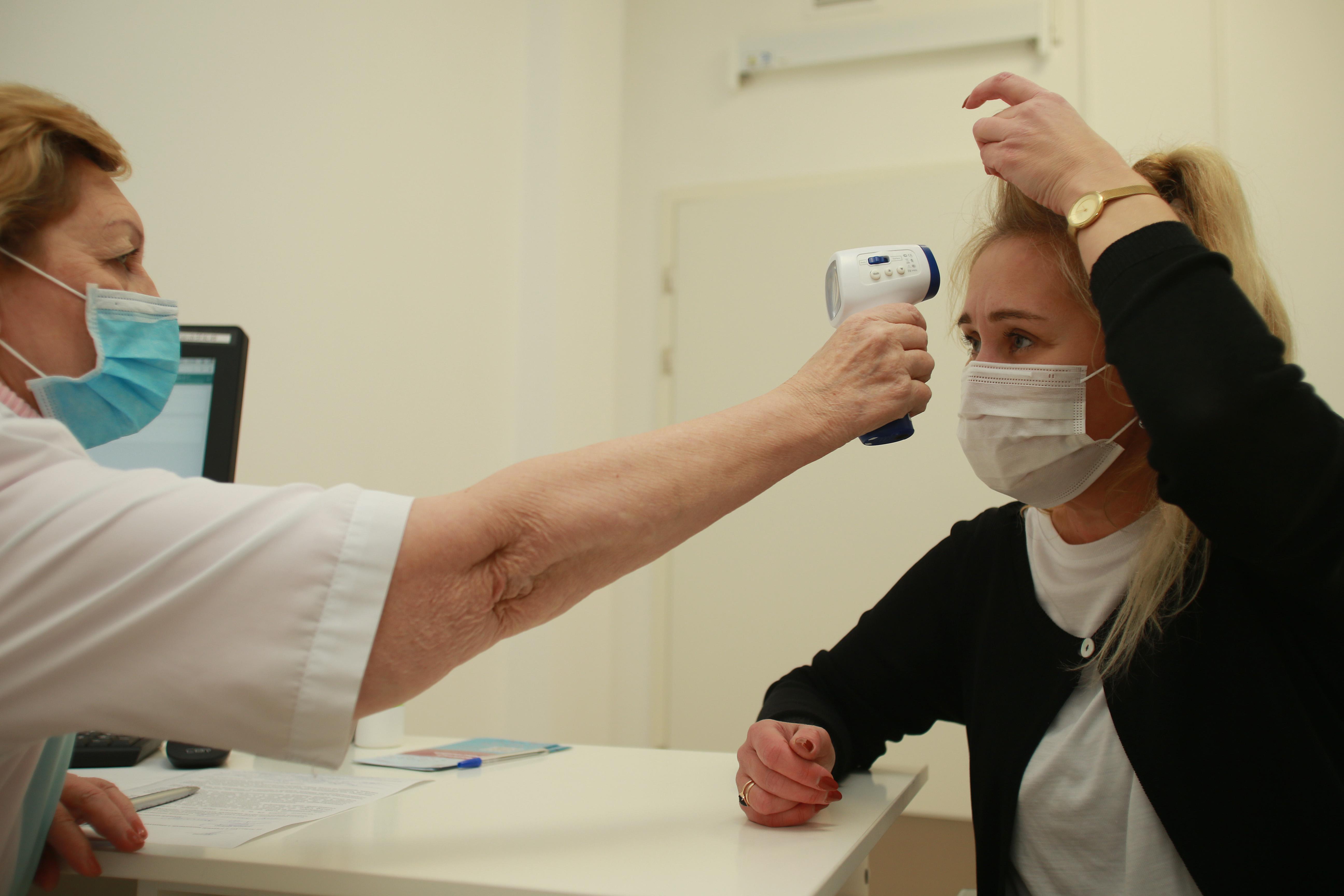 Прививку от COVID-19 с понедельника смогут сделать москвичи старше 60 лет. Фото: Наталия Нечаева, «Вечерняя Москва»