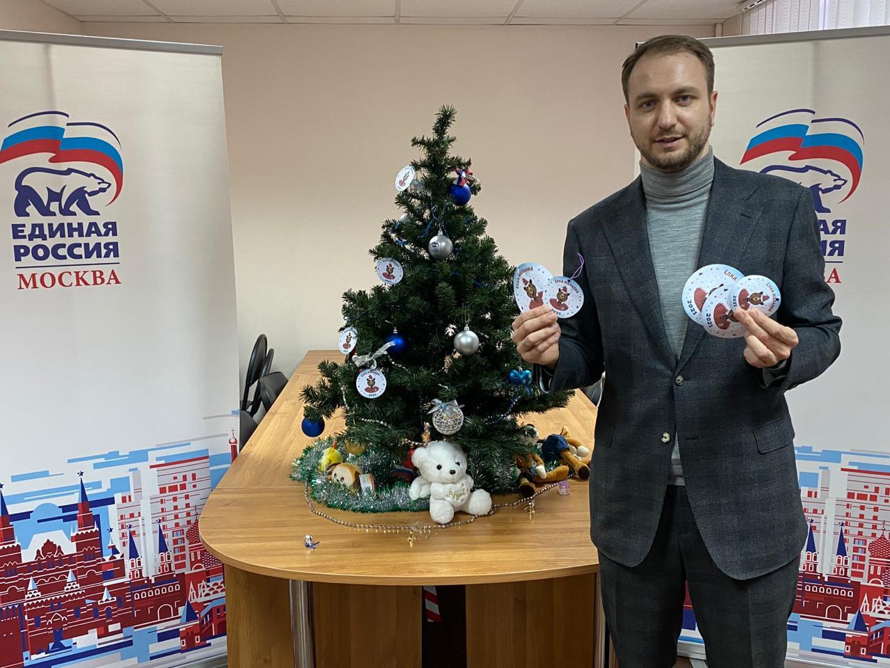 Елка желаний: Кирилл Щитов вручит подарки детям из Южного округа