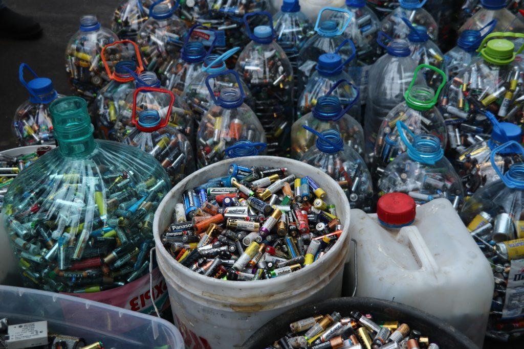 Более тонны батареек передали на переработку волонтеры Орехова-Борисова Южного. Фото: Александра Сарычева