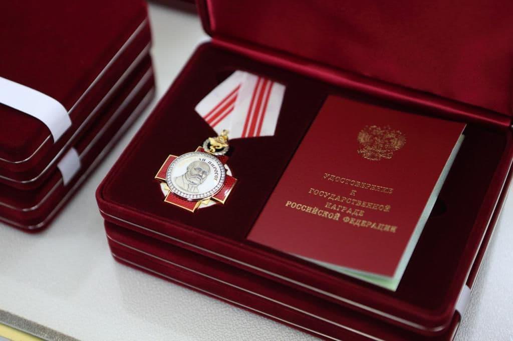 Медицинских работников юга наградили медалями и орденами за вклад в борьбу с COVID-19