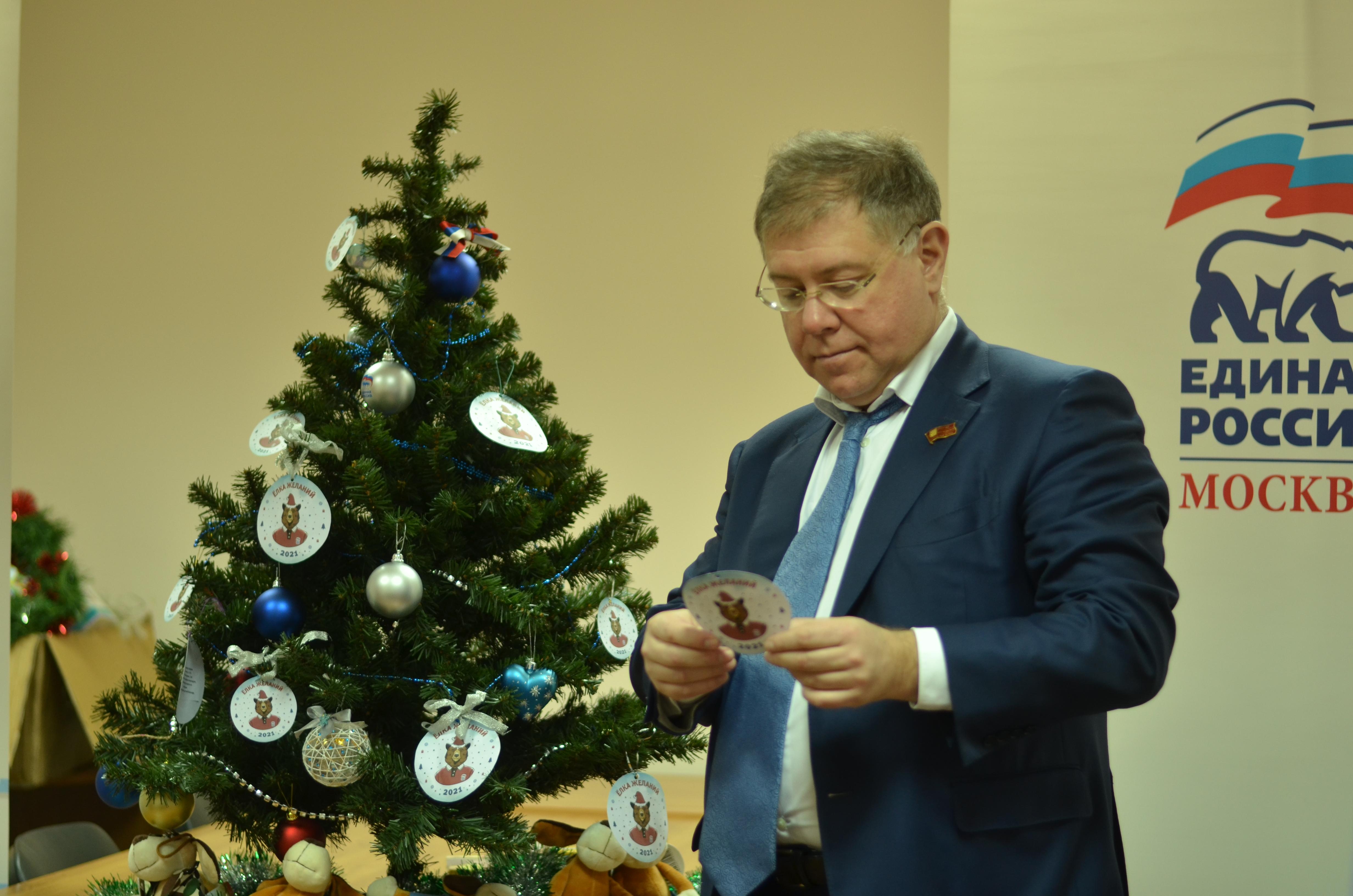 Депутат Мосгордумы Степан Орлов принял участие в новогодней акции