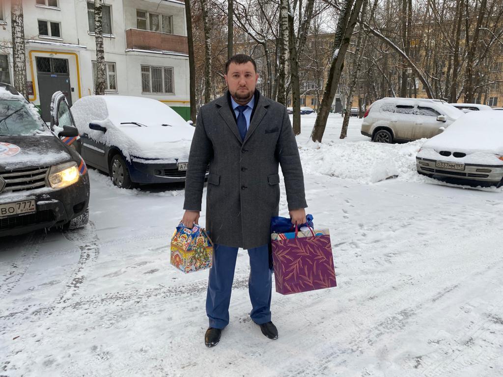 Многодетная семья из Царицына получила подарки от главы округа