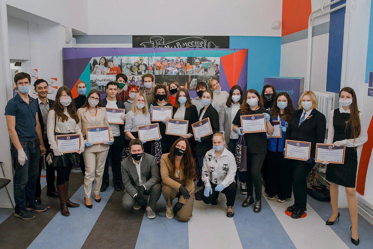 Волонтер библиотеки №143 приняла участие в церемонии награждения призеров конкурса «Доброволец России — 2020»