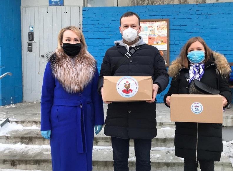 Депутат Елена Самышина поучаствовала в акции «С Новым годом, ветеран»