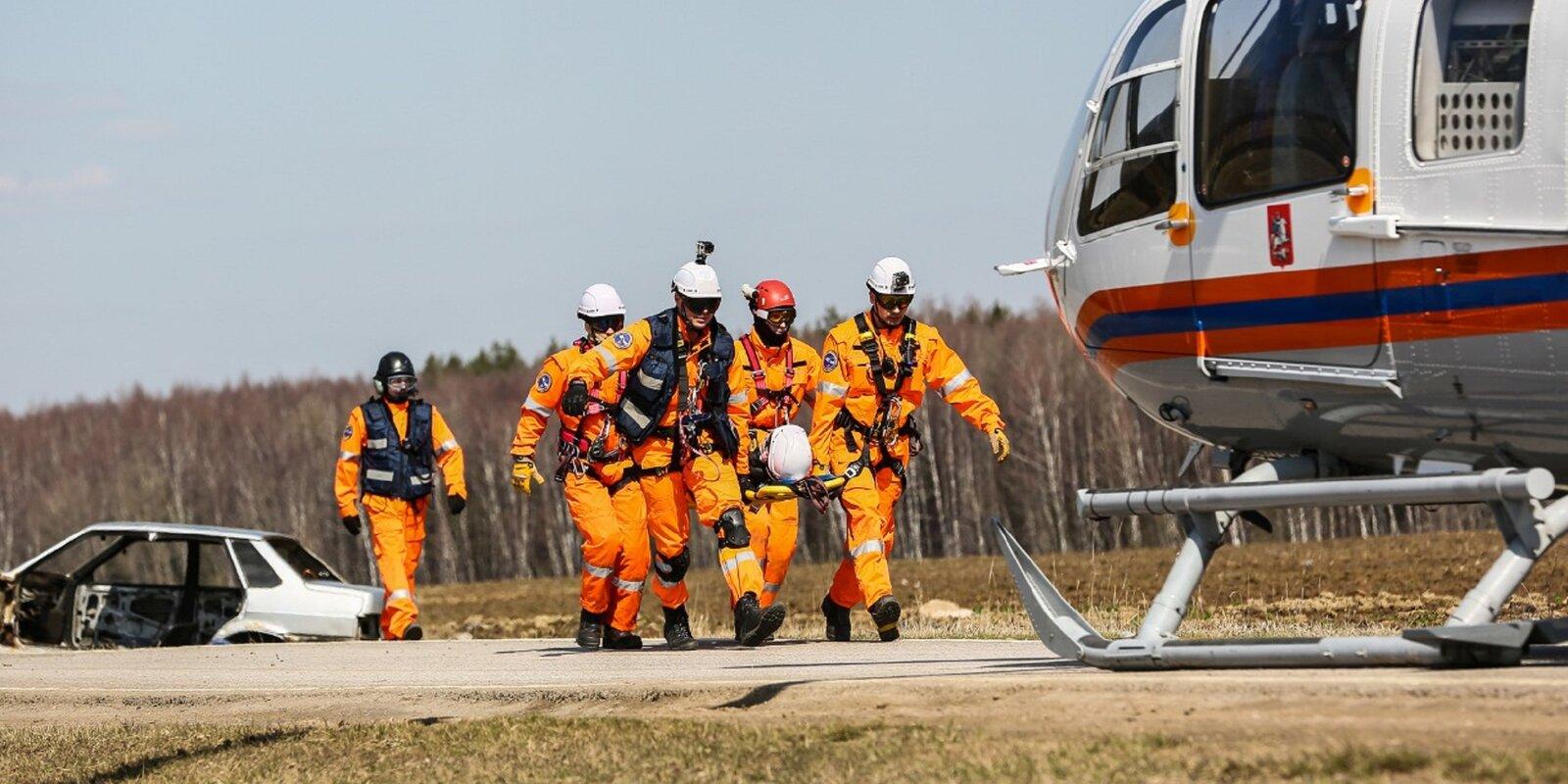 Московские спасатели и пожарные отмечают профессиональный праздник. Фото: пресс-служба ГОЧСиПБ