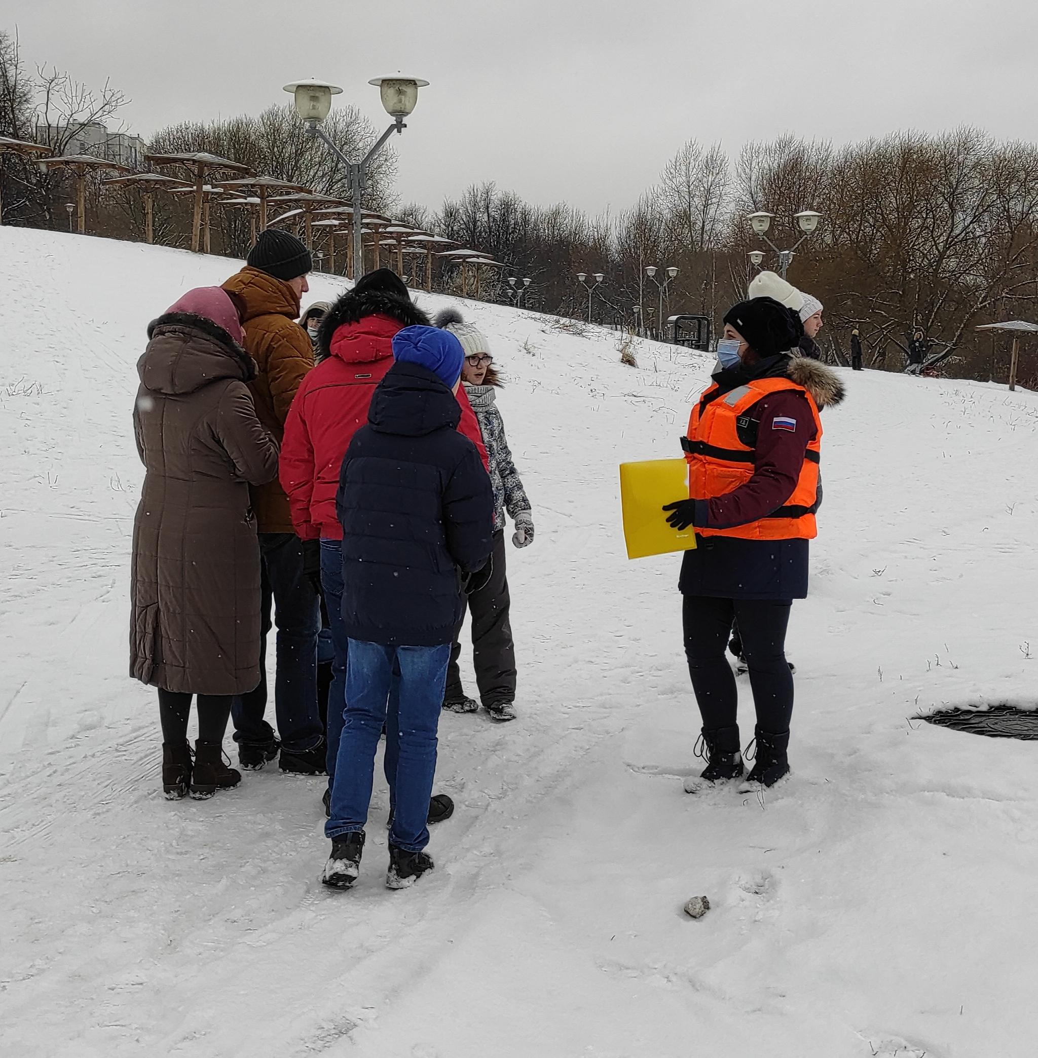 Сотрудники Управления по ЮАО Департамента ГОЧСиПБ стоят на страже безопасности населения. Фото: пресс-служба ГОЧСиПБ