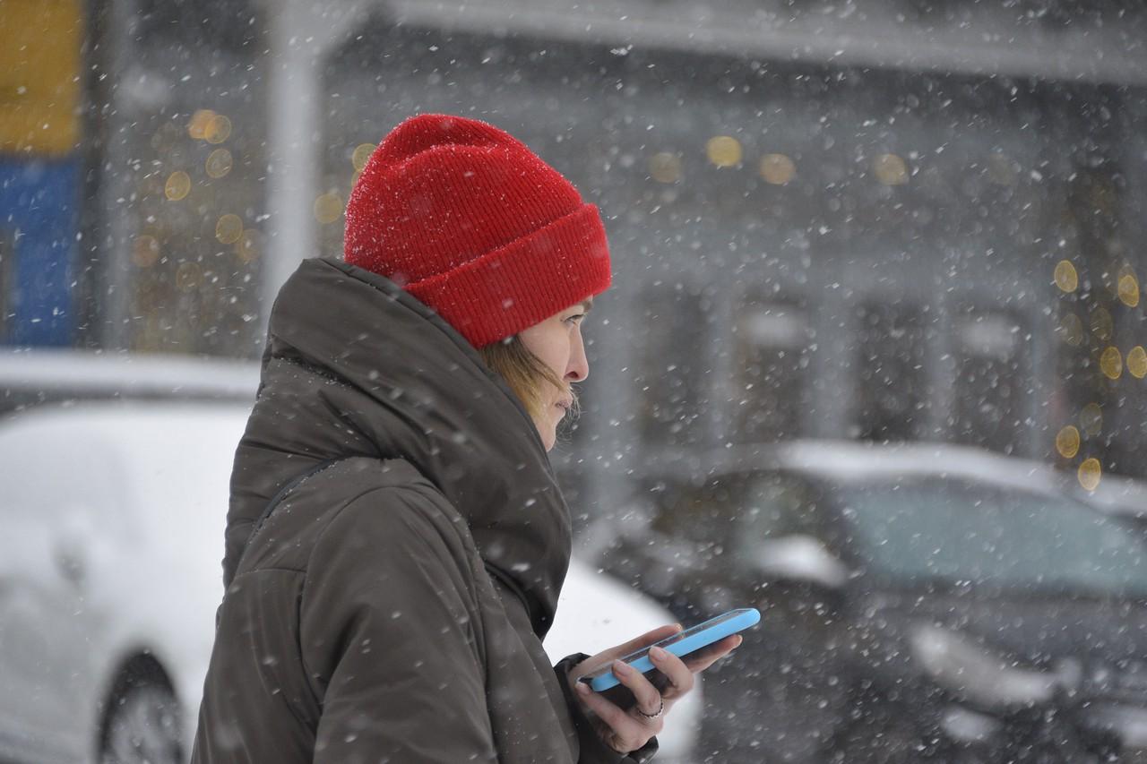 Москвичам спрогнозировали снежную погоду в четверг