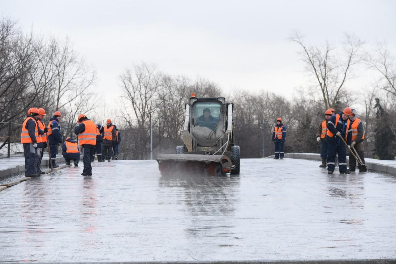 Около 900 тысяч кубометров снега вывезли с улиц Москвы за праздники. Фото: Владимир Новиков