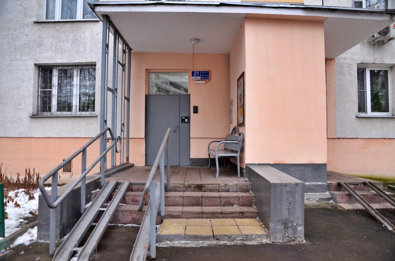 Подвалы и чердаки опечатали в домах Зябликова
