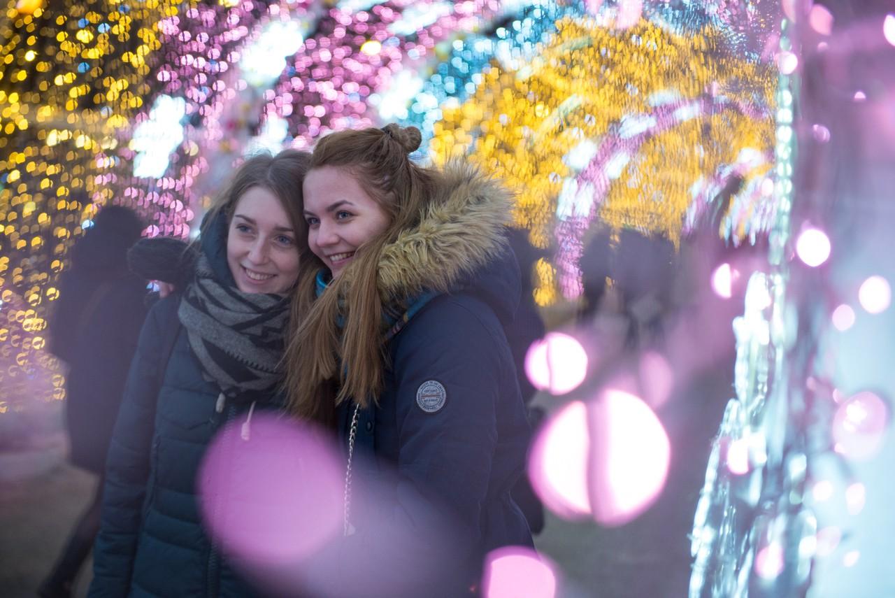 Демонтаж новогодних украшений стартовал в Москве