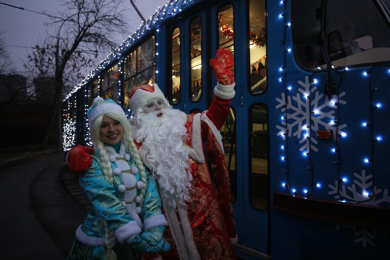 Новогодние трамваи и электробусы будут радовать москвичей до весны