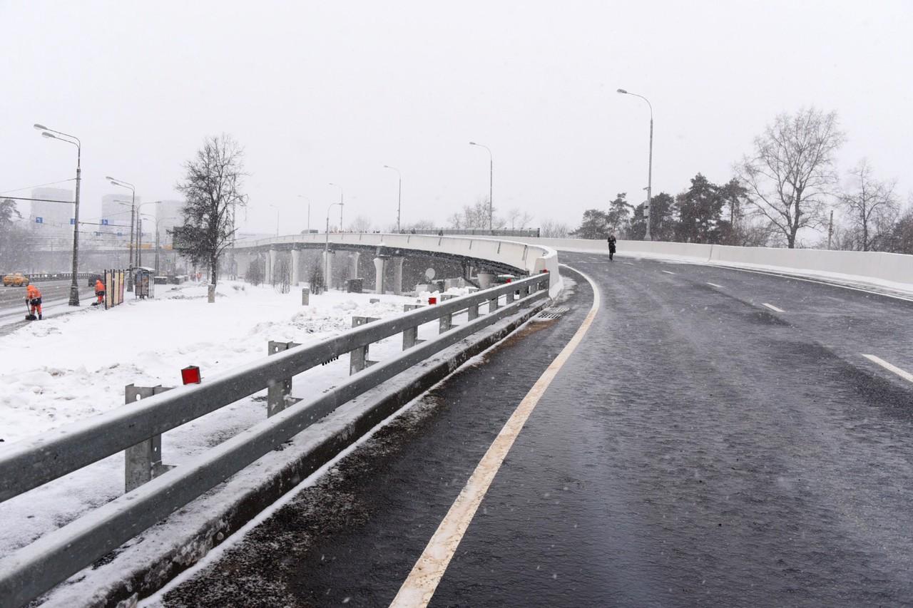Более 72 километров новых дорог построят в Москве за год