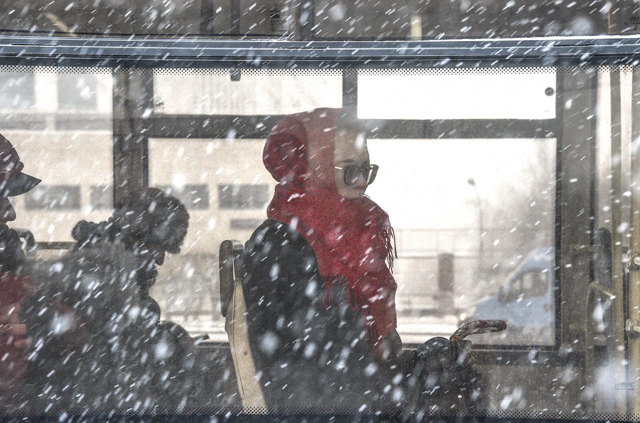 Водителей Москвы попросили пересесть на городской транспорт из-за непогоды