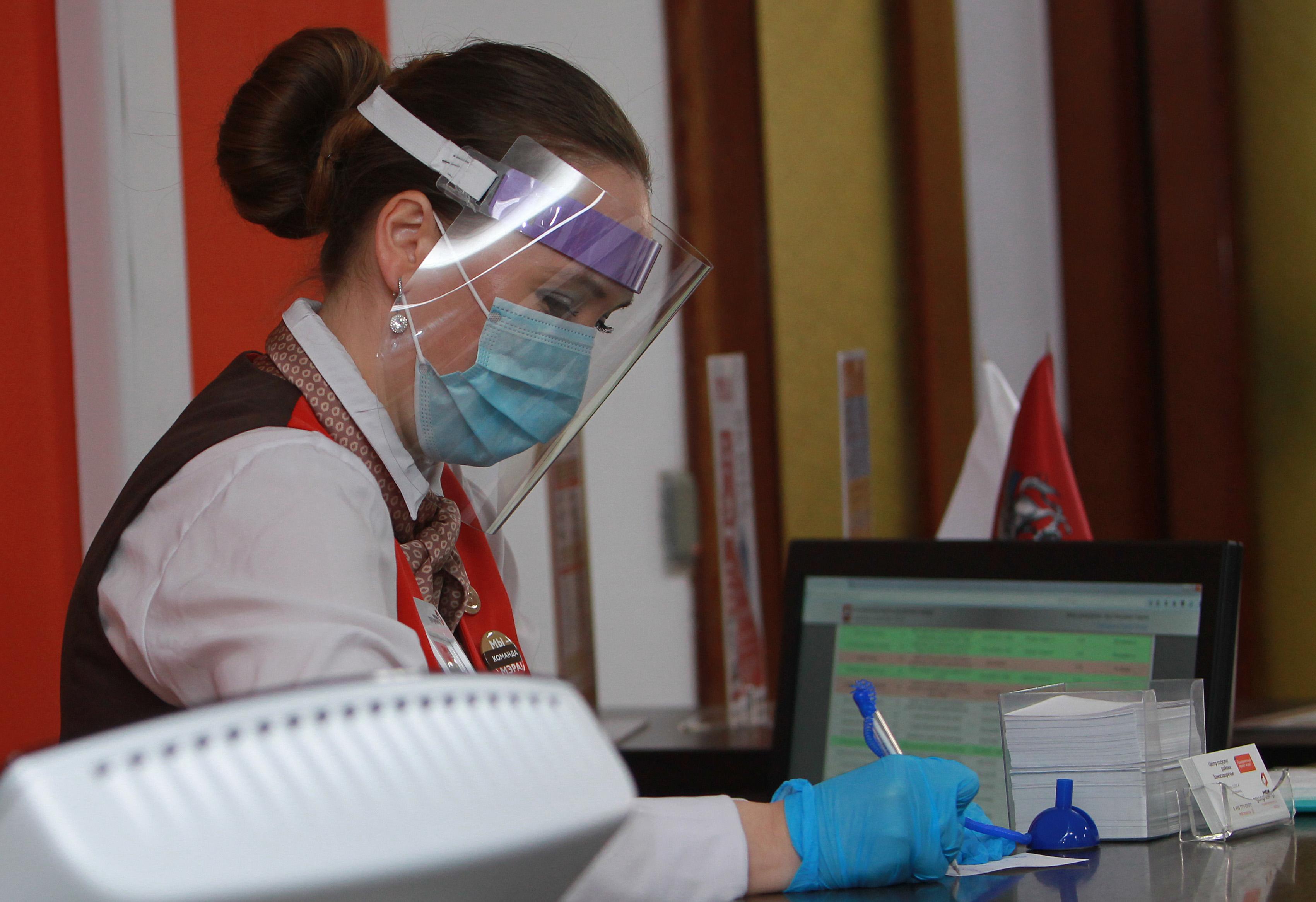 Свыше 20 миллионов услуг оказали сотрудники центров «Мои документы» в 2020 году. Фото: Наталия Нечаева, «Вечерняя Москва»