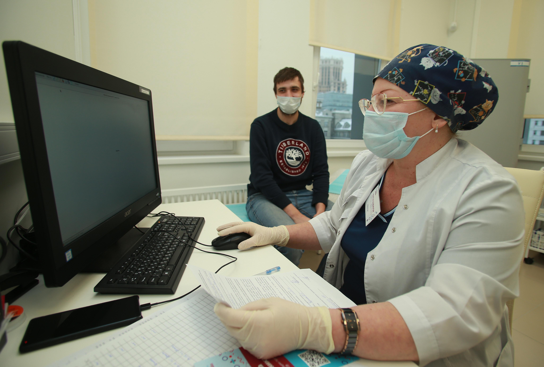 Список категорий получателей вакцины от коронавируса расширили в Москве. Фото: Наталия Нечаева, «Вечерняя Москва»