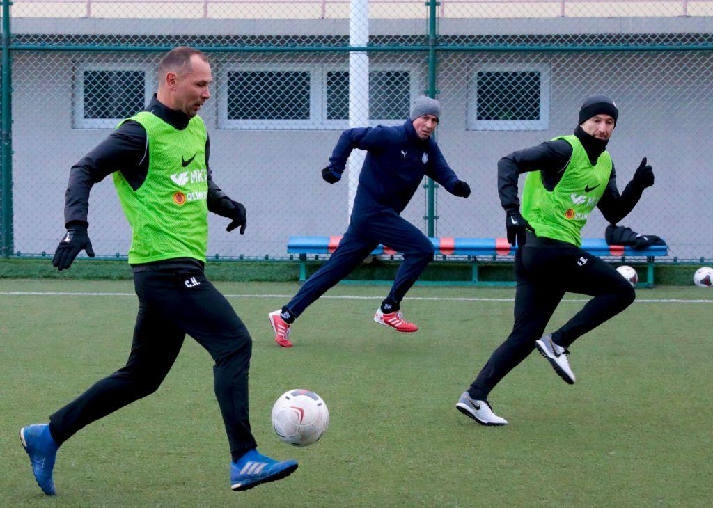 Тренеры «Торпедо» провели товарищеский матч с коллегами из Крыма