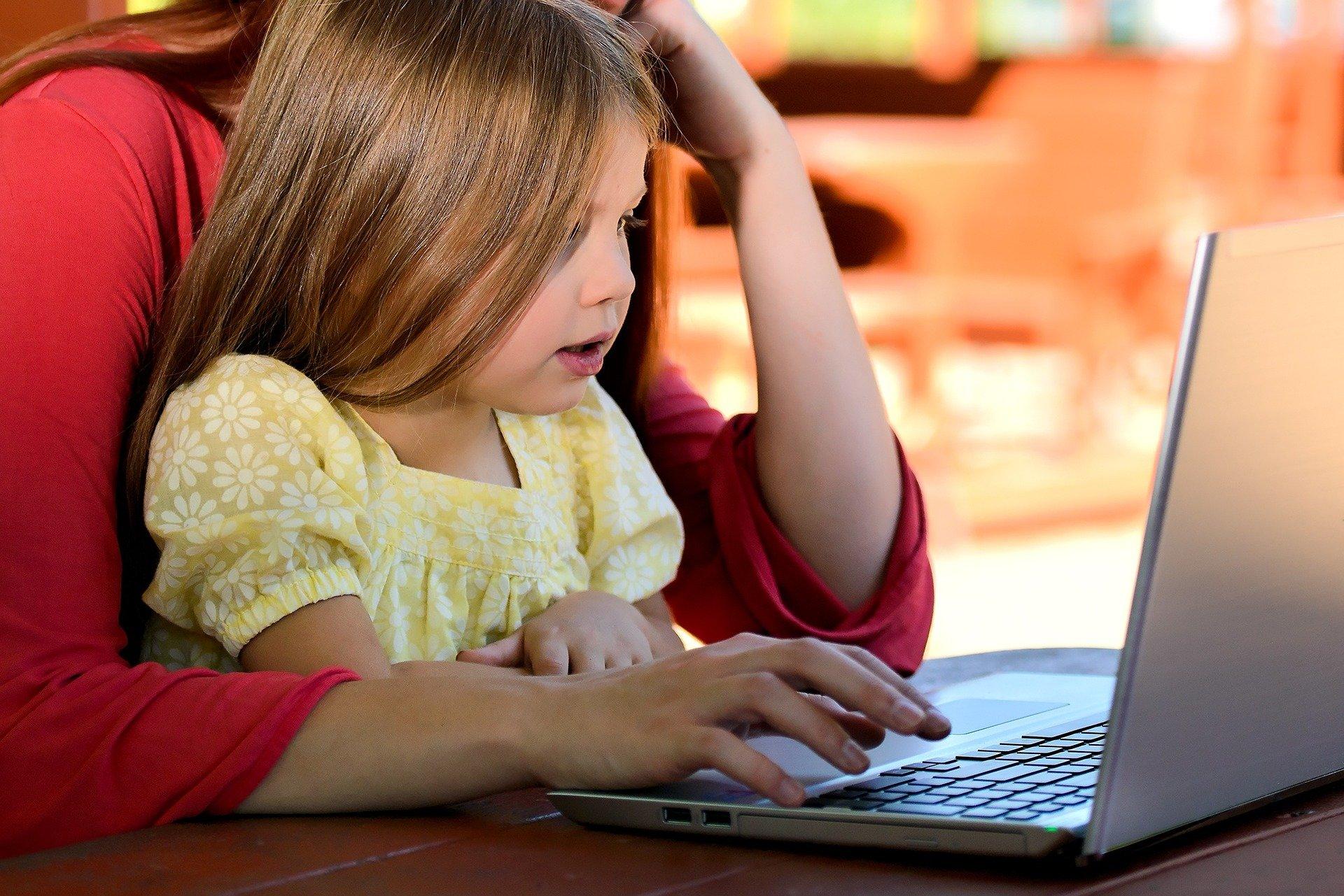 Ребенок и компьютер: психолог «Берегини» дала советы родителям