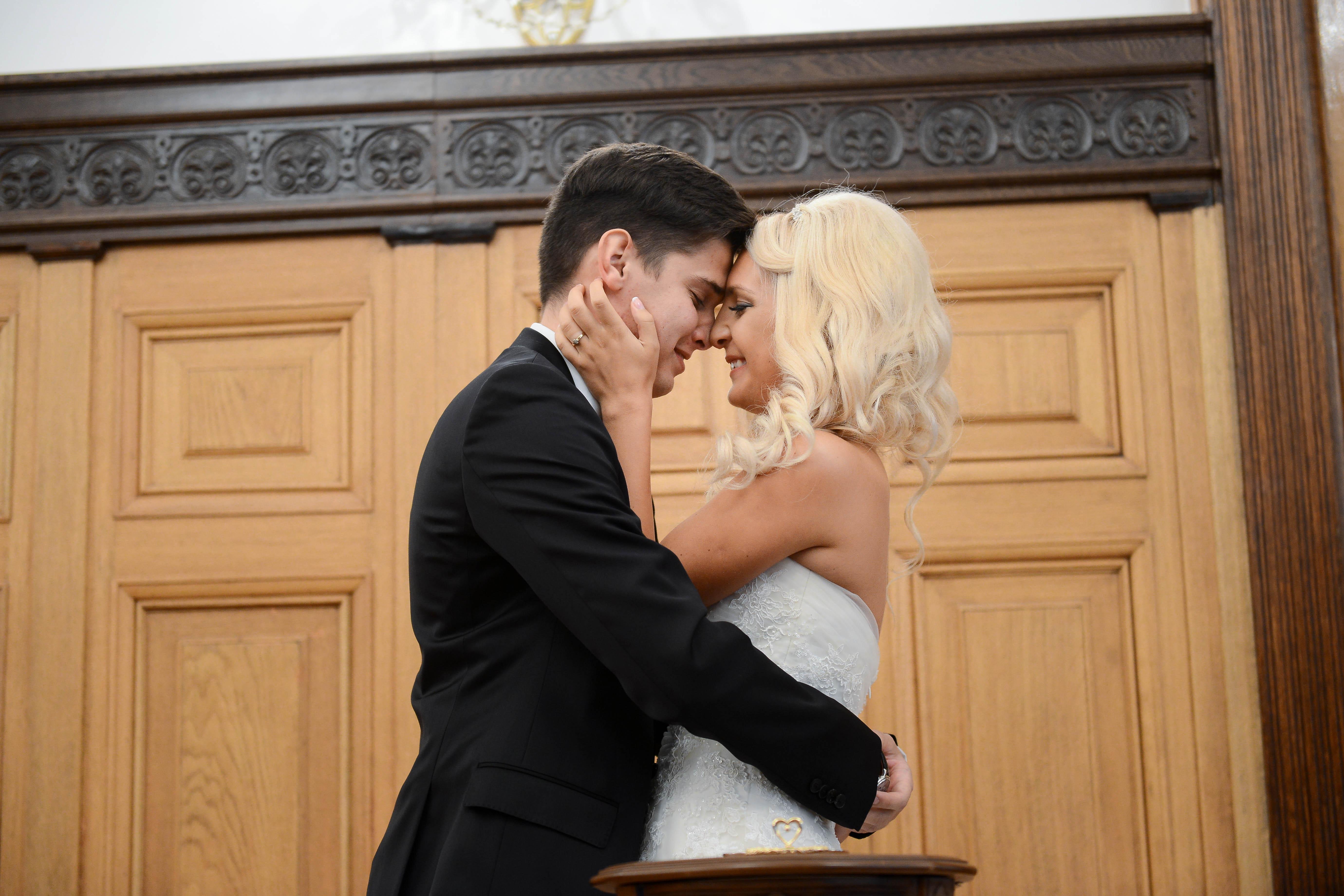 Более 50 московских пар поженятся в День всех влюбленных