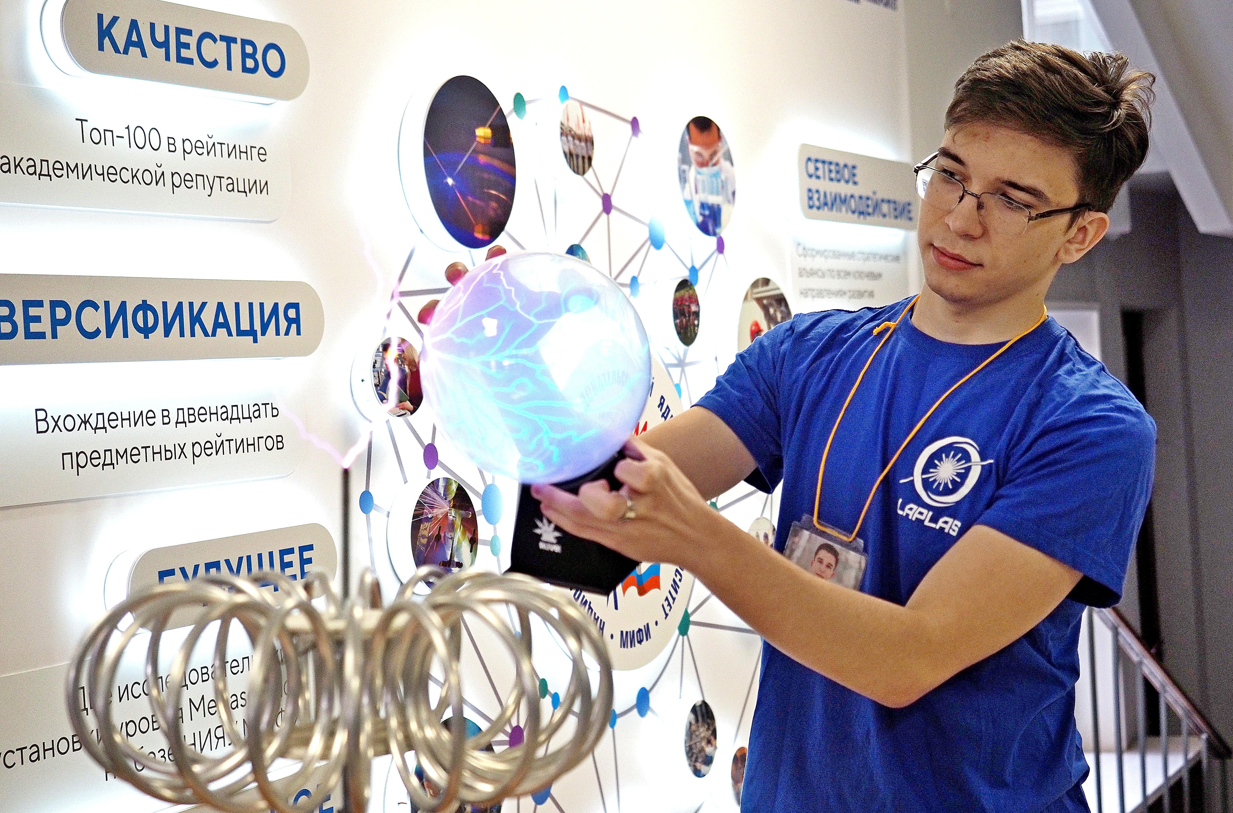 Лучшим вузом России по отзывам студентов признали Национальный исследовательский ядерный университет «МИФИ»