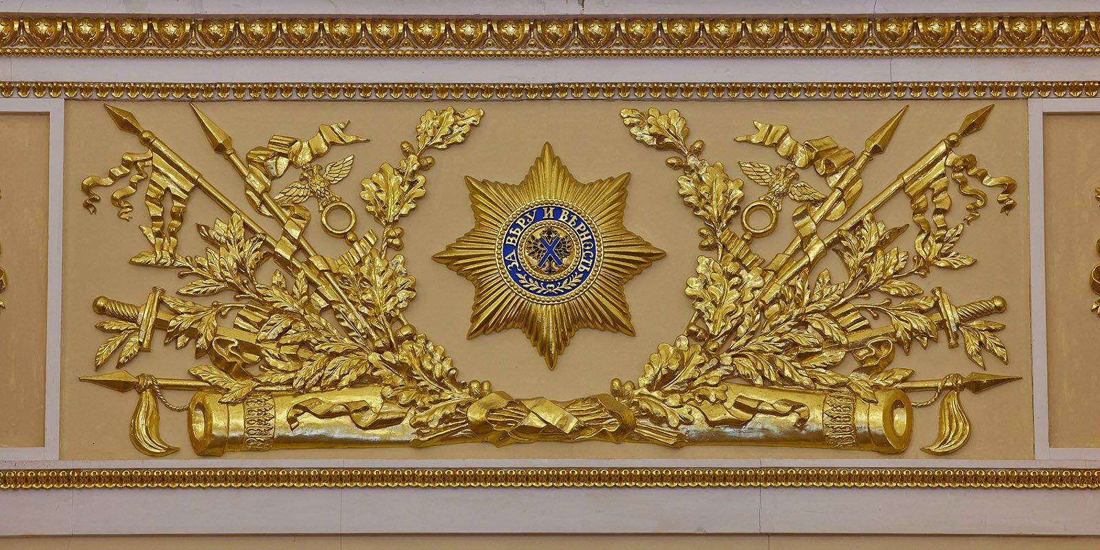 Смотреть следует на фриз Екатерининского зала Большого дворца. Фото: mos.ru