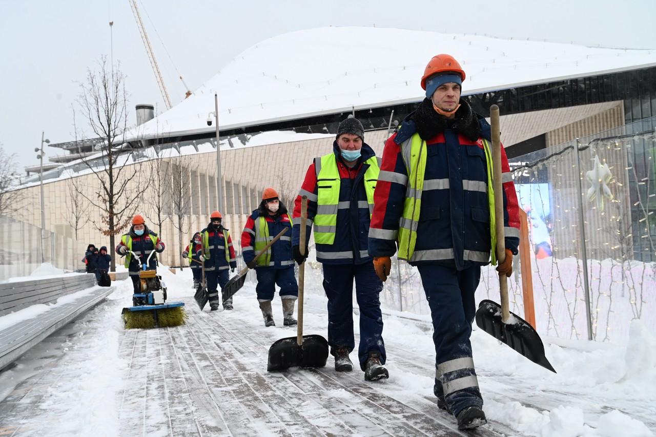 Более 60 тысяч коммунальщиков Москвы вступили в борьбу с последствиями снегопада