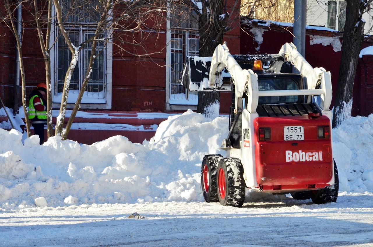 Три четверти московских дорог очистили от снега