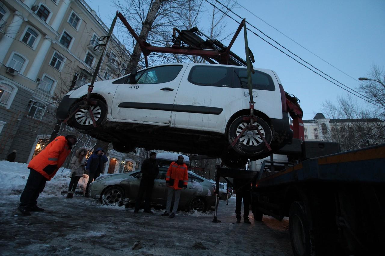 Более 15 тысяч машин эвакуировали с мест для инвалидов в Москве за год