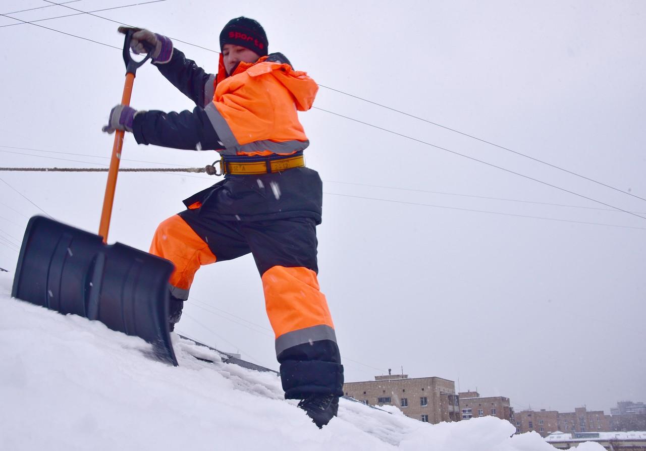 Москва оснастила 80 тысяч рабочих к борьбе со снегом