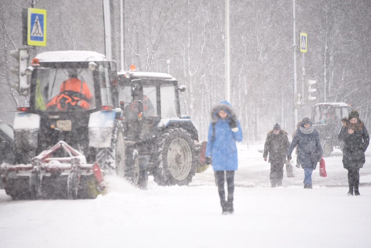 Москвичей предупредили о снежных заносах в выходные