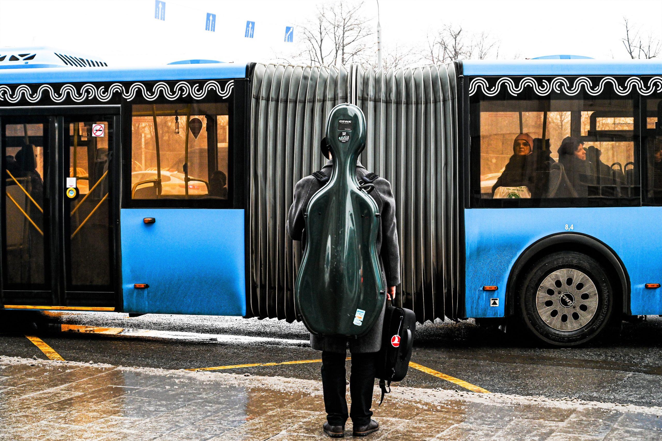 Москвичей начали пускать в автобусы через передние двери