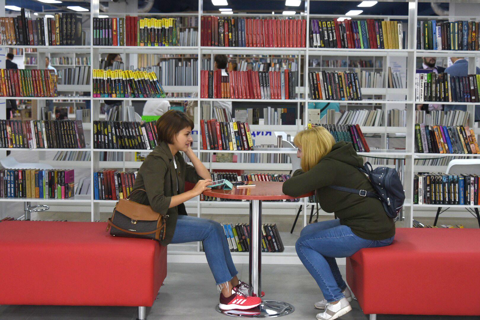 Полки московских библиотек пополнили 23 тысячи экземпляров новых изданий