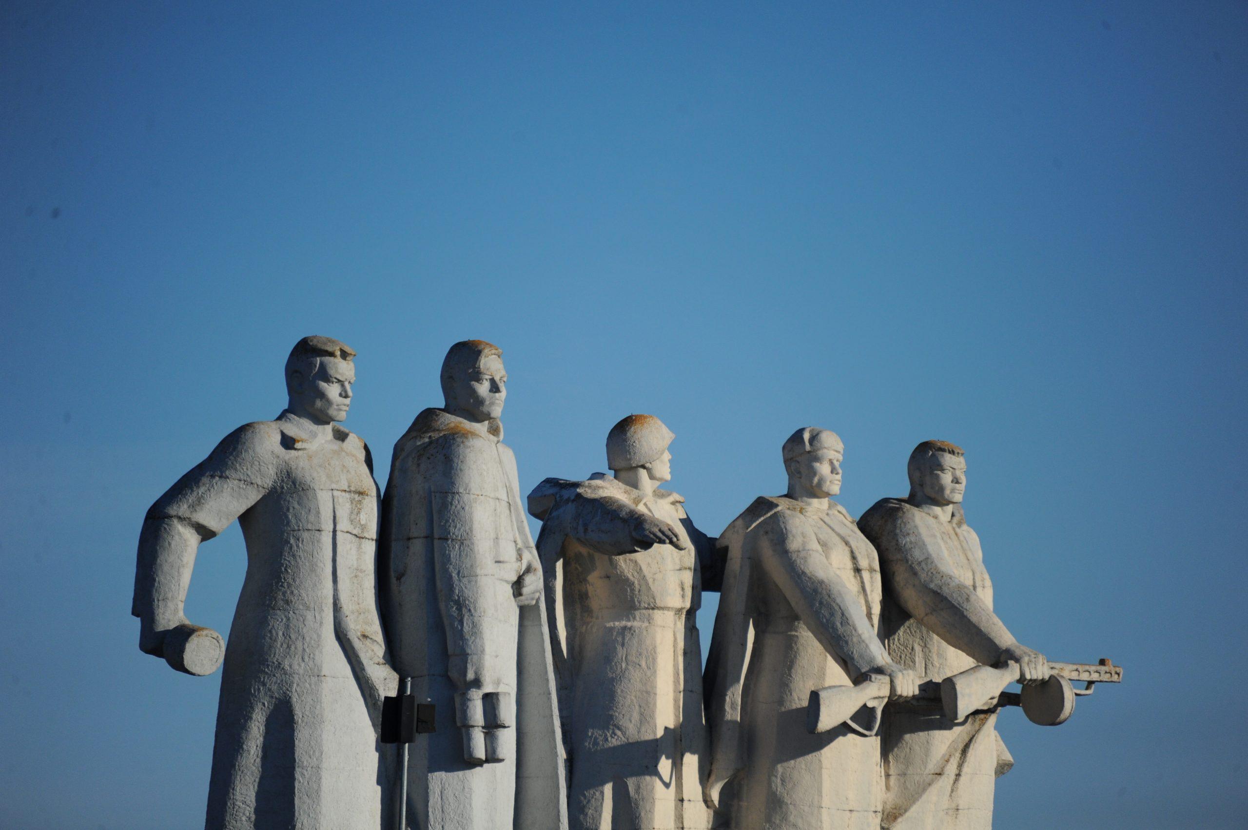 День защитника Отечества в Москве можно отметить, не выходя из дома
