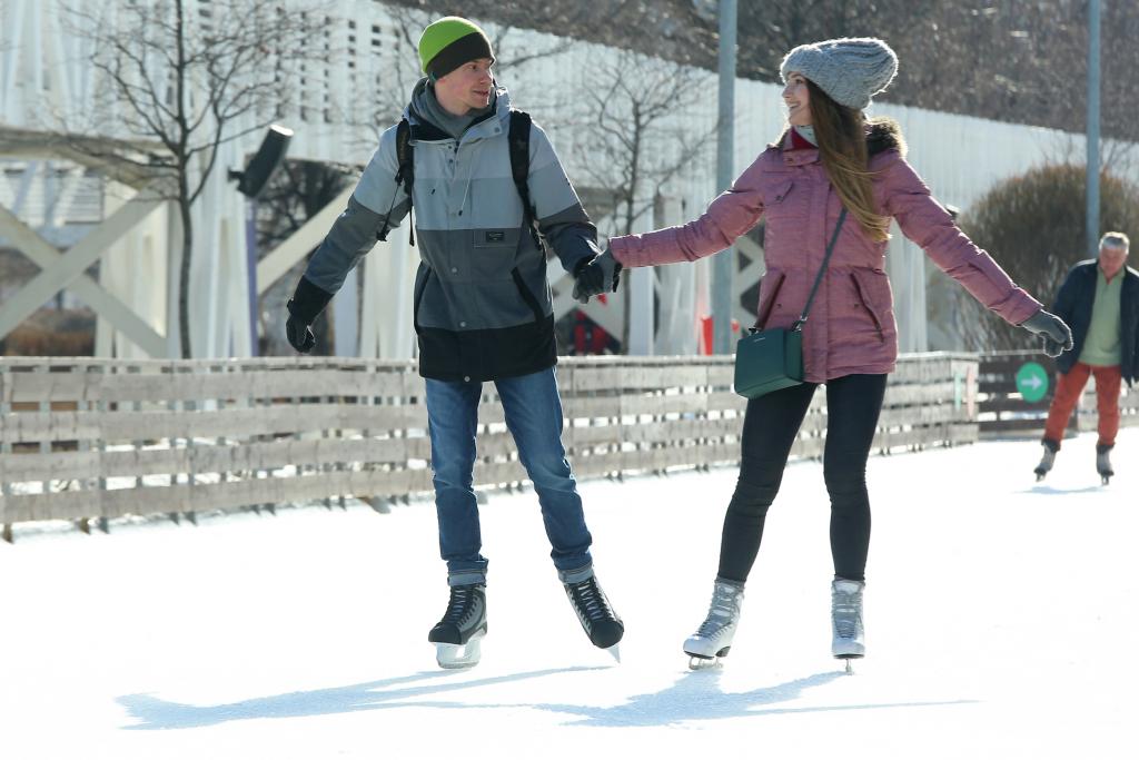 На катках 10 парков столицы в День всех влюбленных пройдет акция по поиску «второй половинки». Фото: архив
