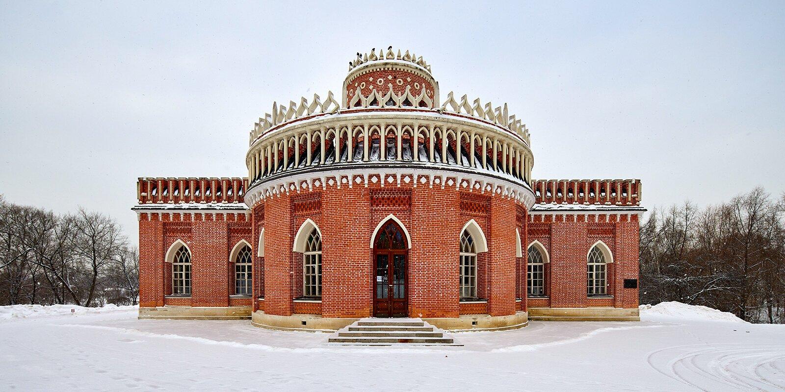 Сотрудники «Царицына» рассказали о «нежной готике» Кавалерского корпуса