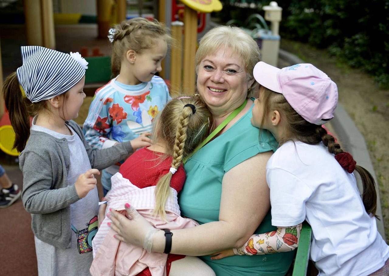Москвичей пригласили на третий бесплатный курс школы нянь