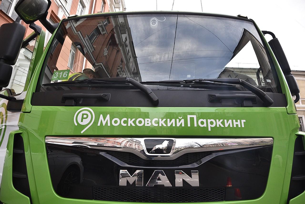 Эвакуаторы Москвы отвезли на спецстоянки более тысячи люксовых авто в 2021 году