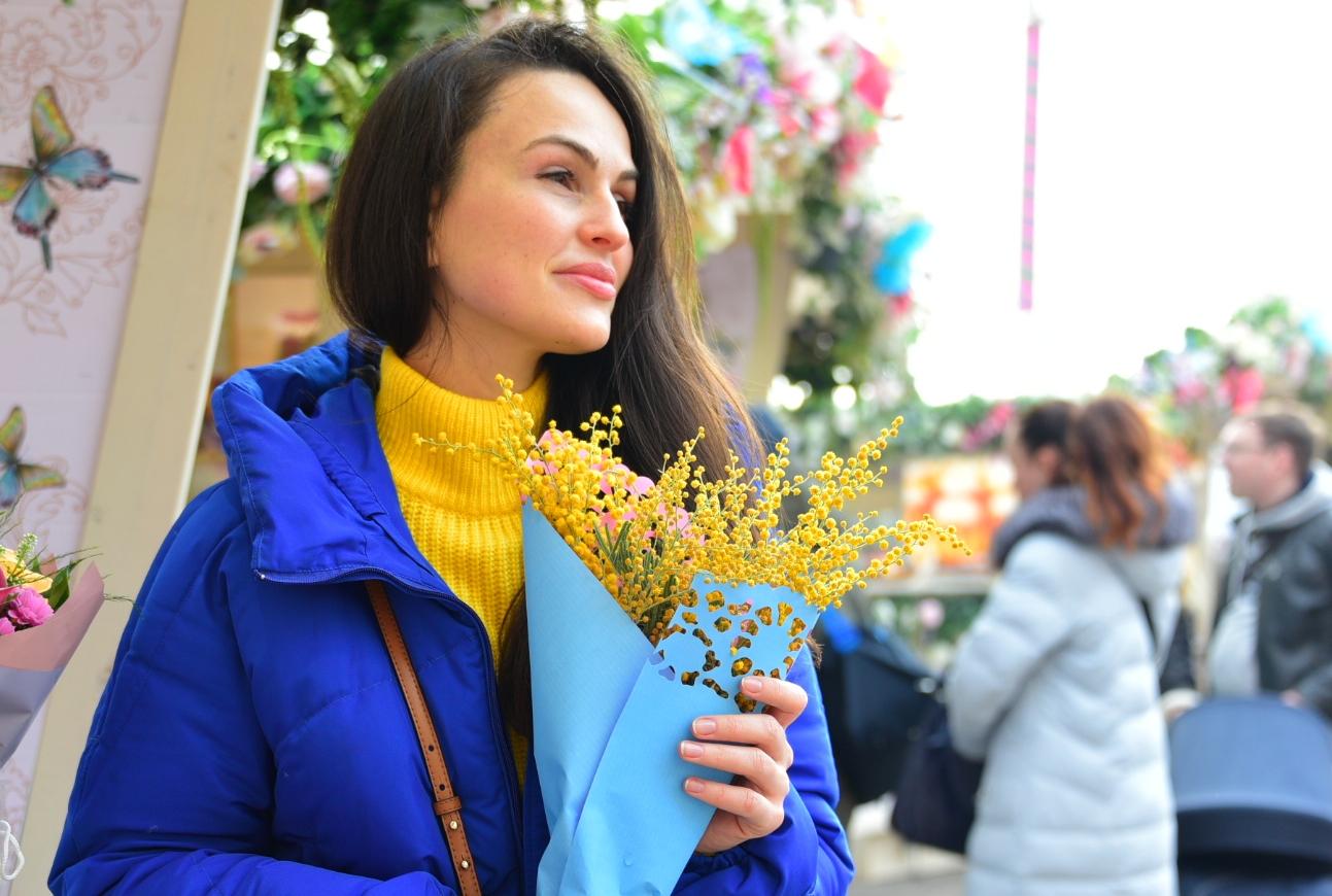 Здесь можно будет бесплатно прогуляться с гидом по выставке «Цветы для любимой». Фото: Пелагия Замятина